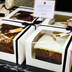 Order your luxury Christmas cake and pudding now