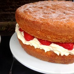Victoria sponge with fresh strawberries