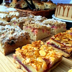 Rhubarb crumble cakes and raspberry bakewells